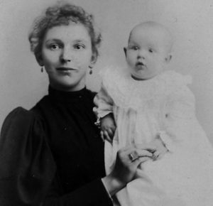 Blanche and Lulu, 1895 Lulu's father died 8 months before she was born